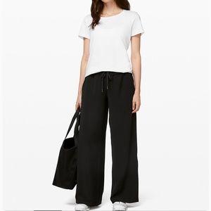 Lululemon wide leg Voyager drawstring pants medium